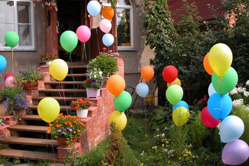 Украсить двор на день рождения своими руками